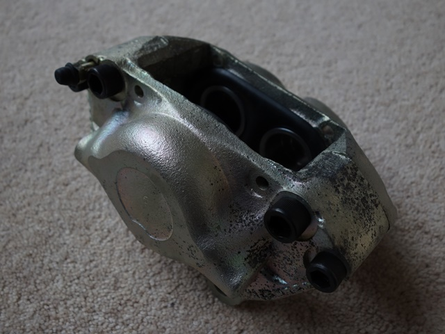 The zinc coating on the refurbished front calipers had already corroded before they were even installed!