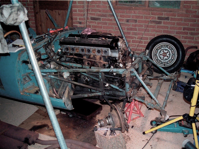 All the ancillaries had been removed and the lifting frame ready to drop the engine. The off-side front suspension still refused to come off!